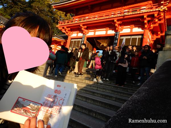 八坂神社に参拝した女性