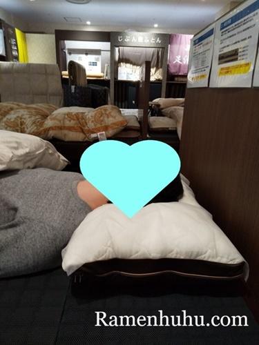 man_slepp_my_pillow