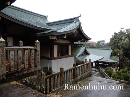 日岡神社 本殿の後ろ