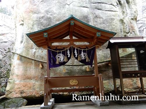 生石神社 石の宝殿2