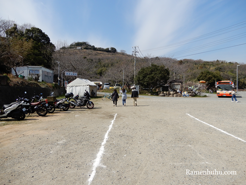 綾部山梅林のバイク置き場