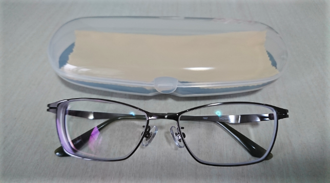 赤札堂メガネとケース