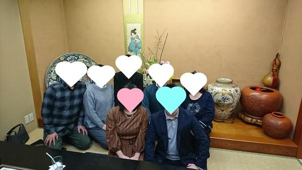 両家顔合わせ食事会の記念写真
