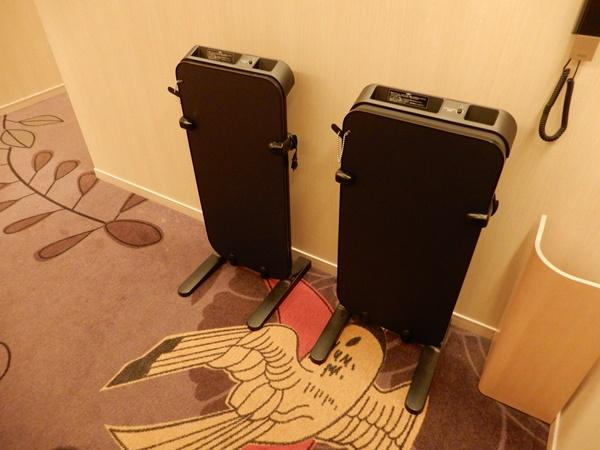 センチュリオンホテルCEN大阪難波にはズボンプレッサーがあります