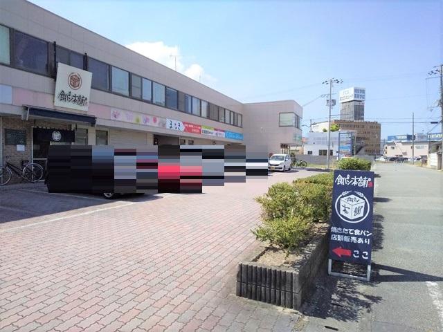 食パン本舗総本店の駐車場