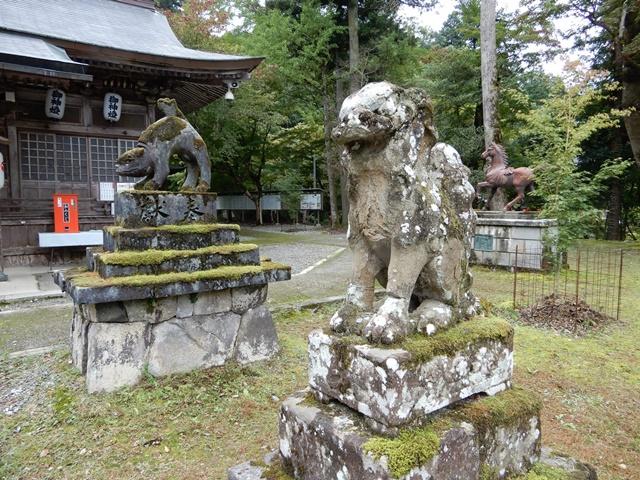養父神社 狼の石像