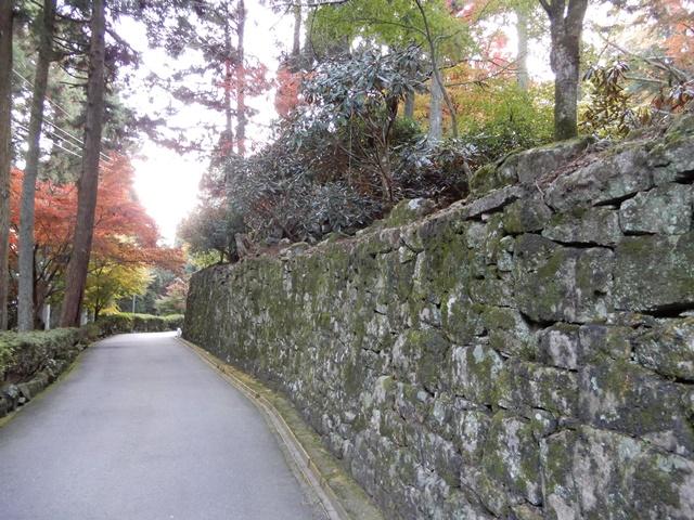 御嶽山 播州清水寺 石垣の道